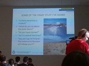 Američanka přednáší o tom, když se měla stěhovat do Finska
