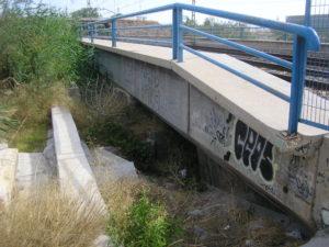 Před mostem