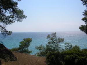 Pohled z útesu na moře