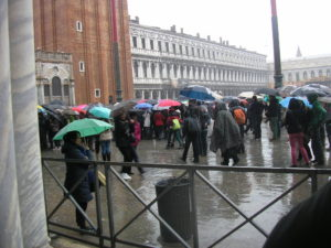 San Marco a přehlídka deštníků