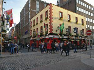 Soumrak padá a Temple bar se rozjíždí